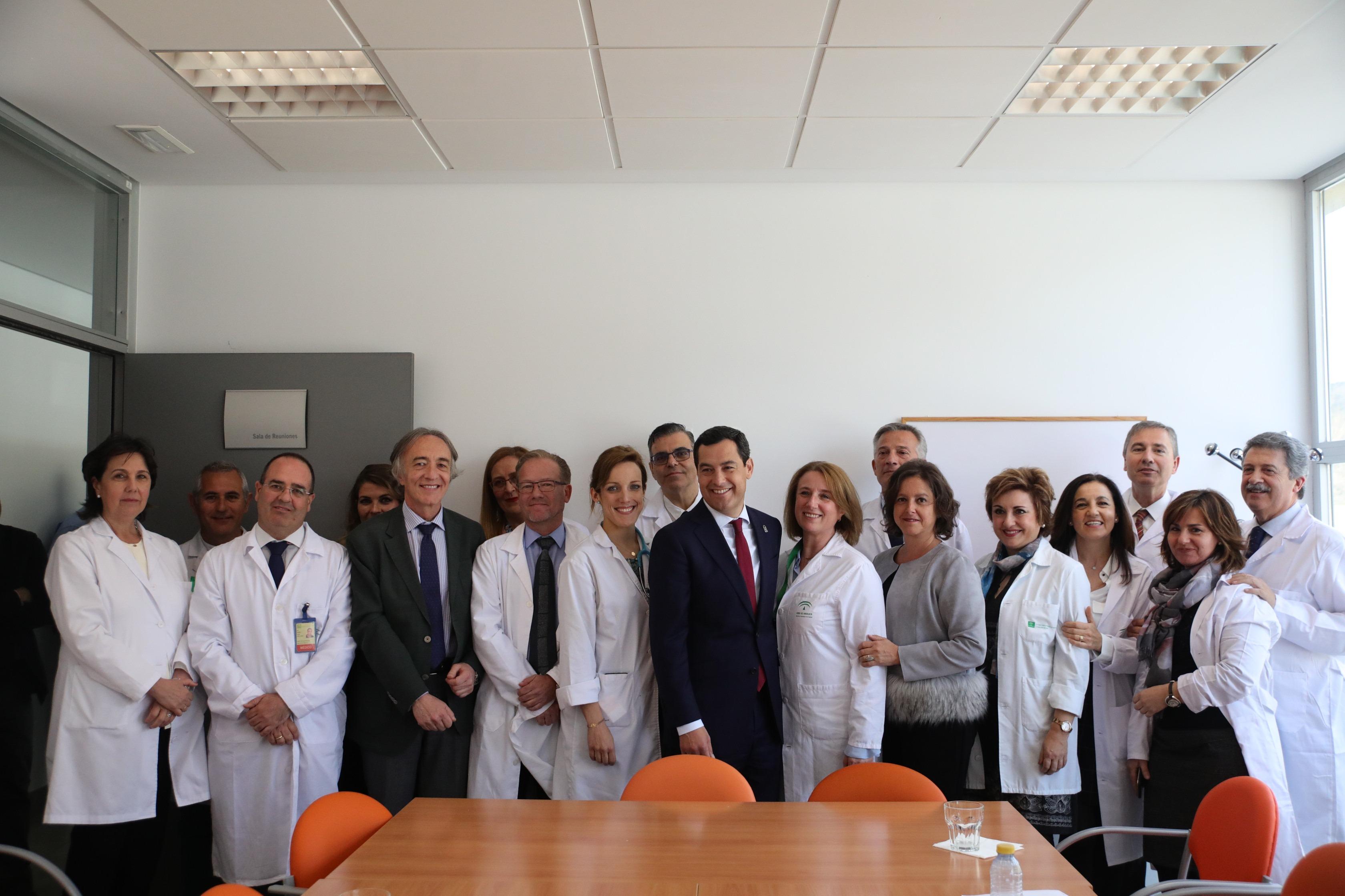 La gestión sanitaria, protagonista en la visita de Juanma Moreno a Granada