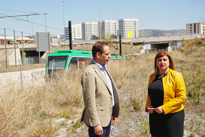 La alcaldesa de Armilla exige la ejecución del paso peatonal que conecta el PTS y Armilla