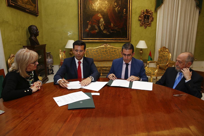 Ayuntamiento y Fundación Unicaja firman un acuerdo para financiar actividades culturales en Granada