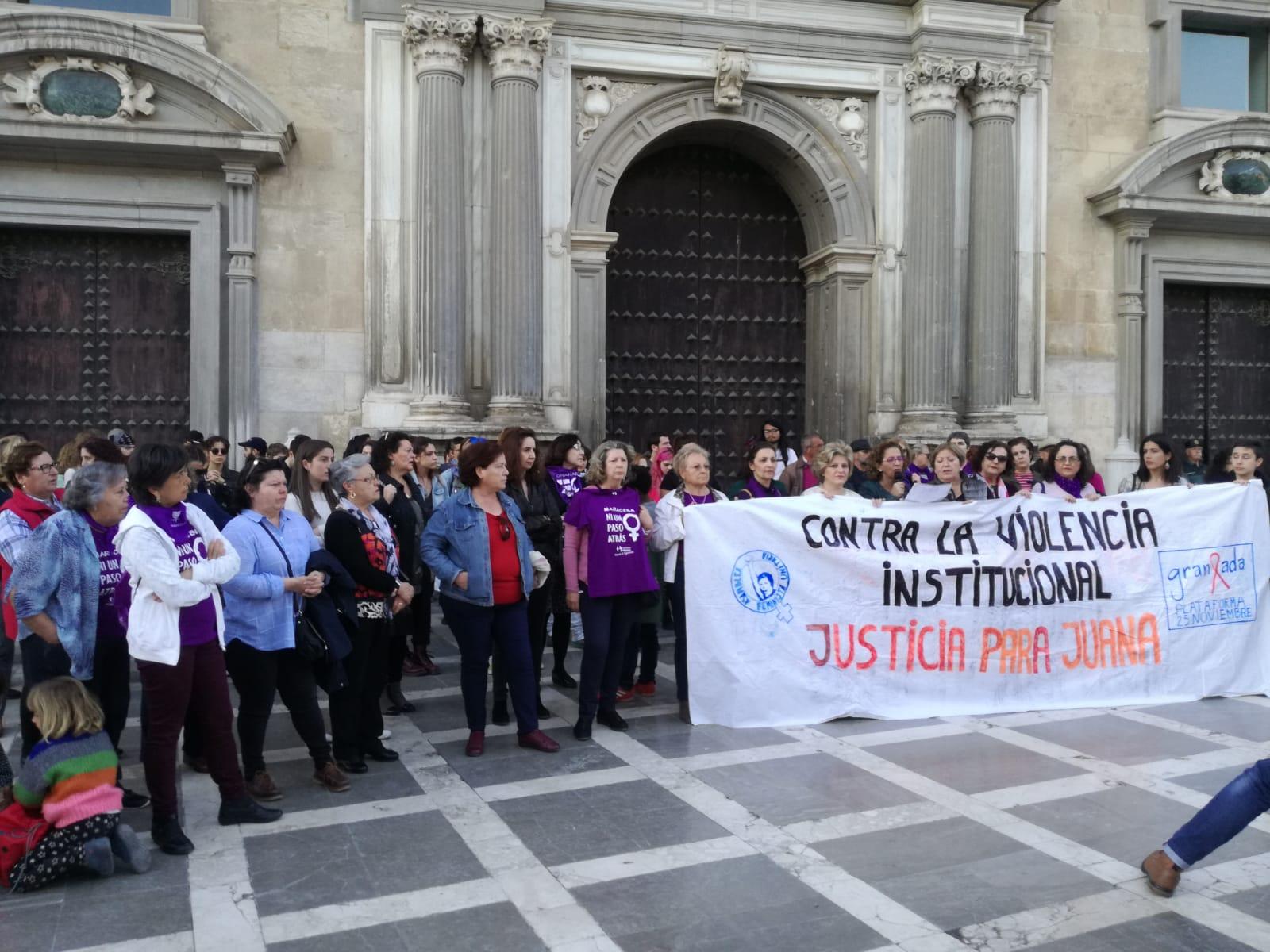 Una concentración de apoyo a Juana Rivas califica la condena como «violencia institucional»