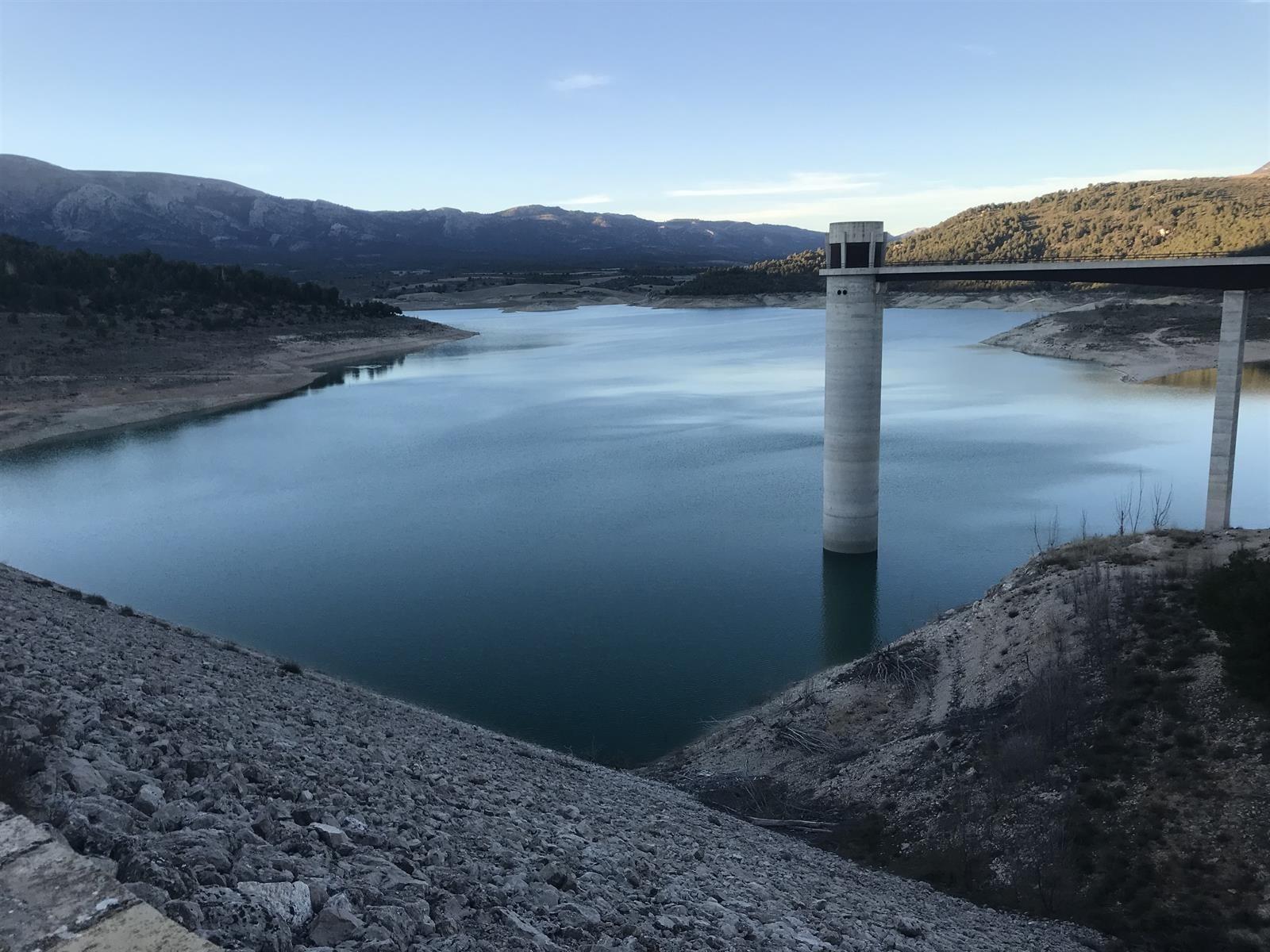 Agricultores y ganaderos exigen la reparación de filtraciones en el pantano de San Clemente, en Huéscar
