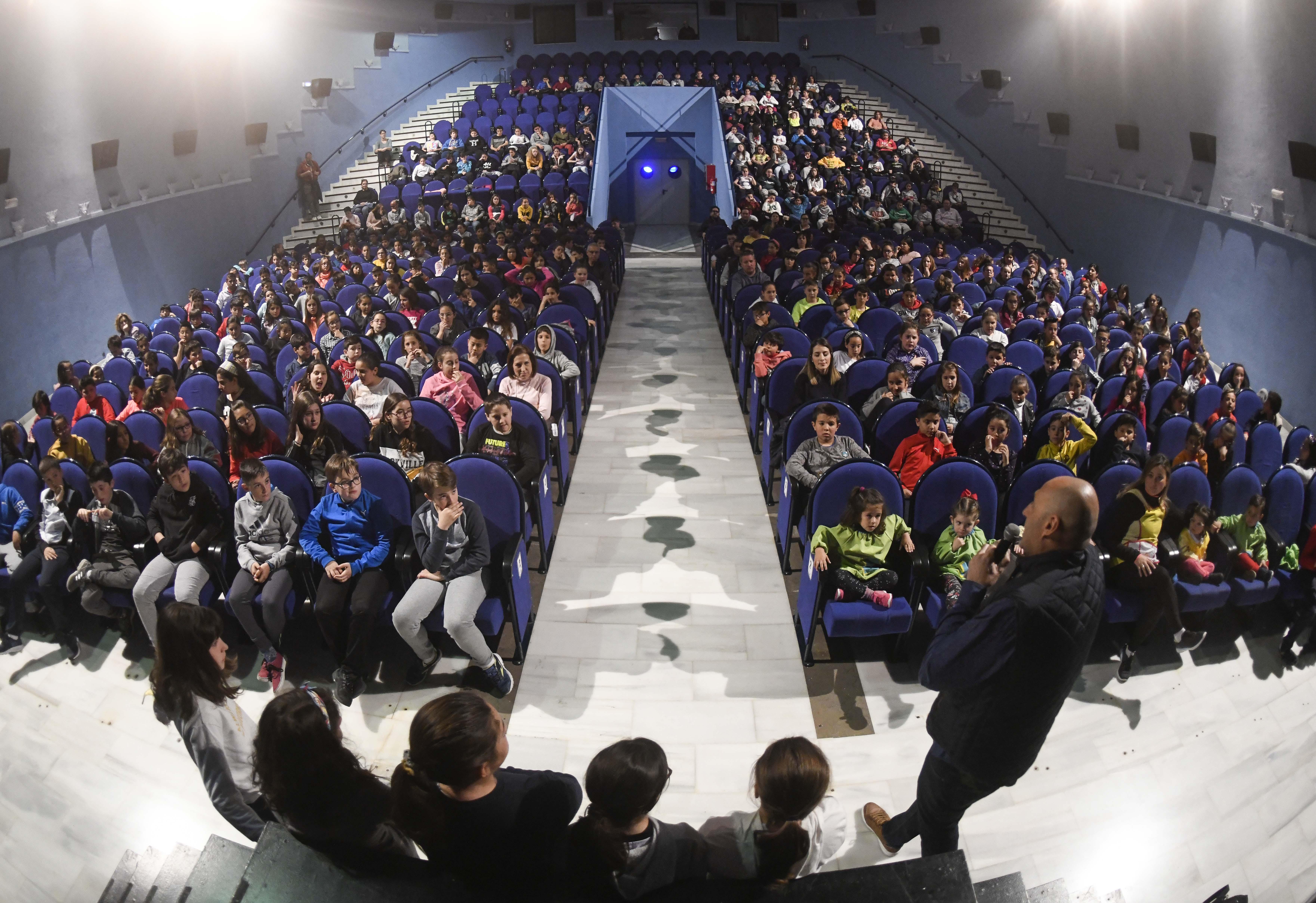 4.000 escolares acuden al Teatro de Armilla en el marco de la XIX campaña de Teatro  Escolar