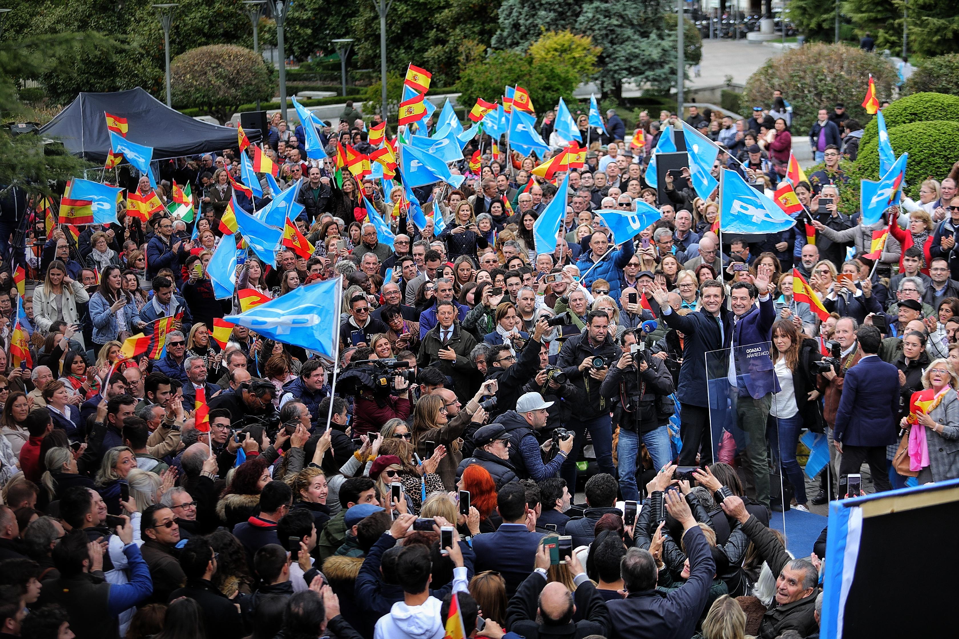 #28A: Pablo Casado se compromete en Granada a penalizar «los homenajes a los terroristas»