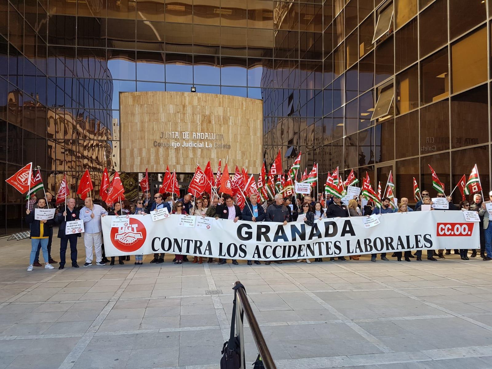 Los sindicatos se concentran contra la siniestralidad laboral, que en el último año creció un 5% en Granada