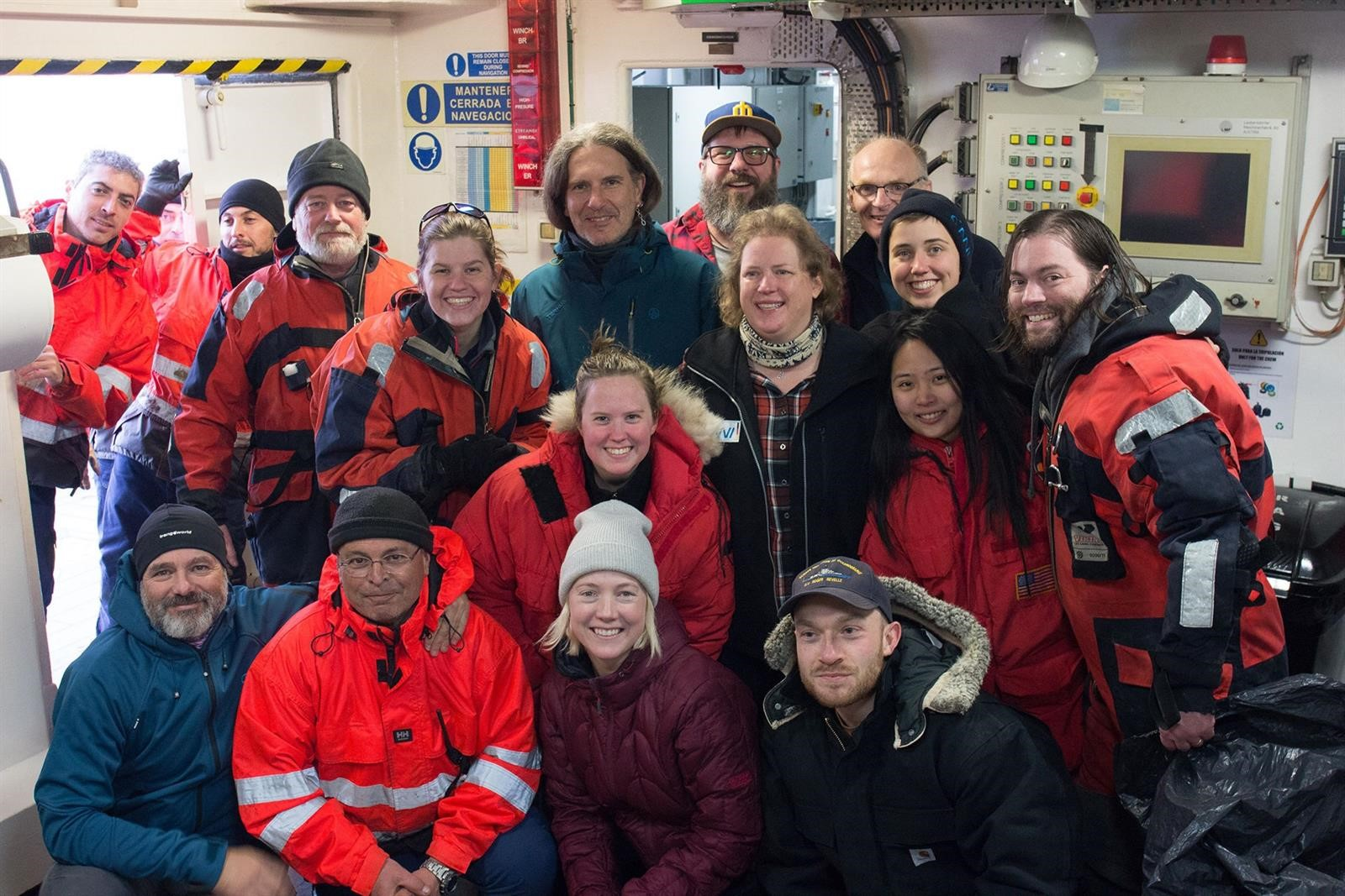 Obtienen nuevos datos sobre la sismología de volcanes submarinos del Estrecho de Bransfield, en la Antártida
