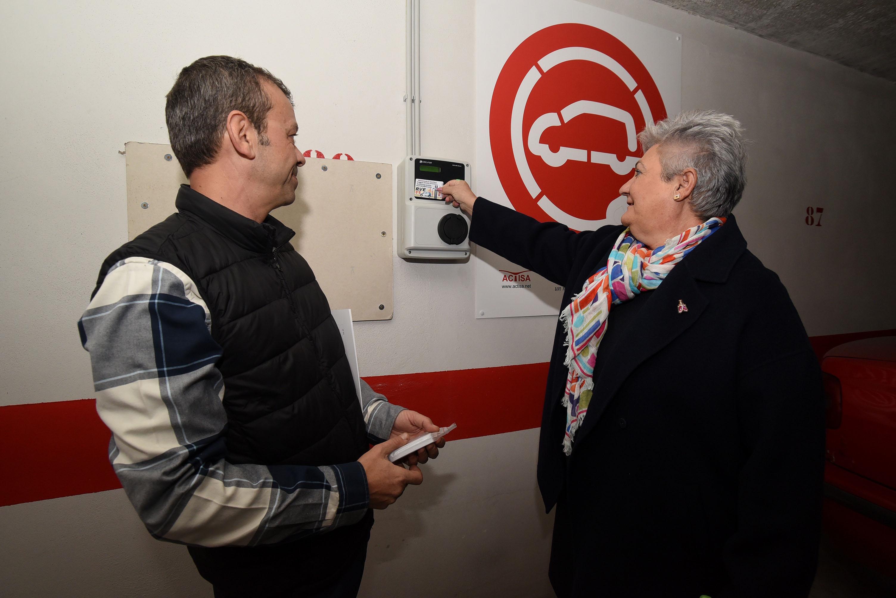 Diputación pone en marcha puntos de recarga de vehículos eléctricos en sus aparcamientos