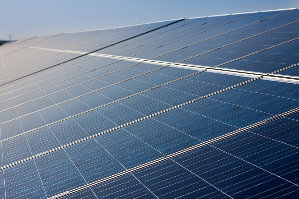 Vamos Granada plantea la creación de una empresa municipal de energía para reducir la factura del Ayuntamiento e impulsar la red fotovoltaica