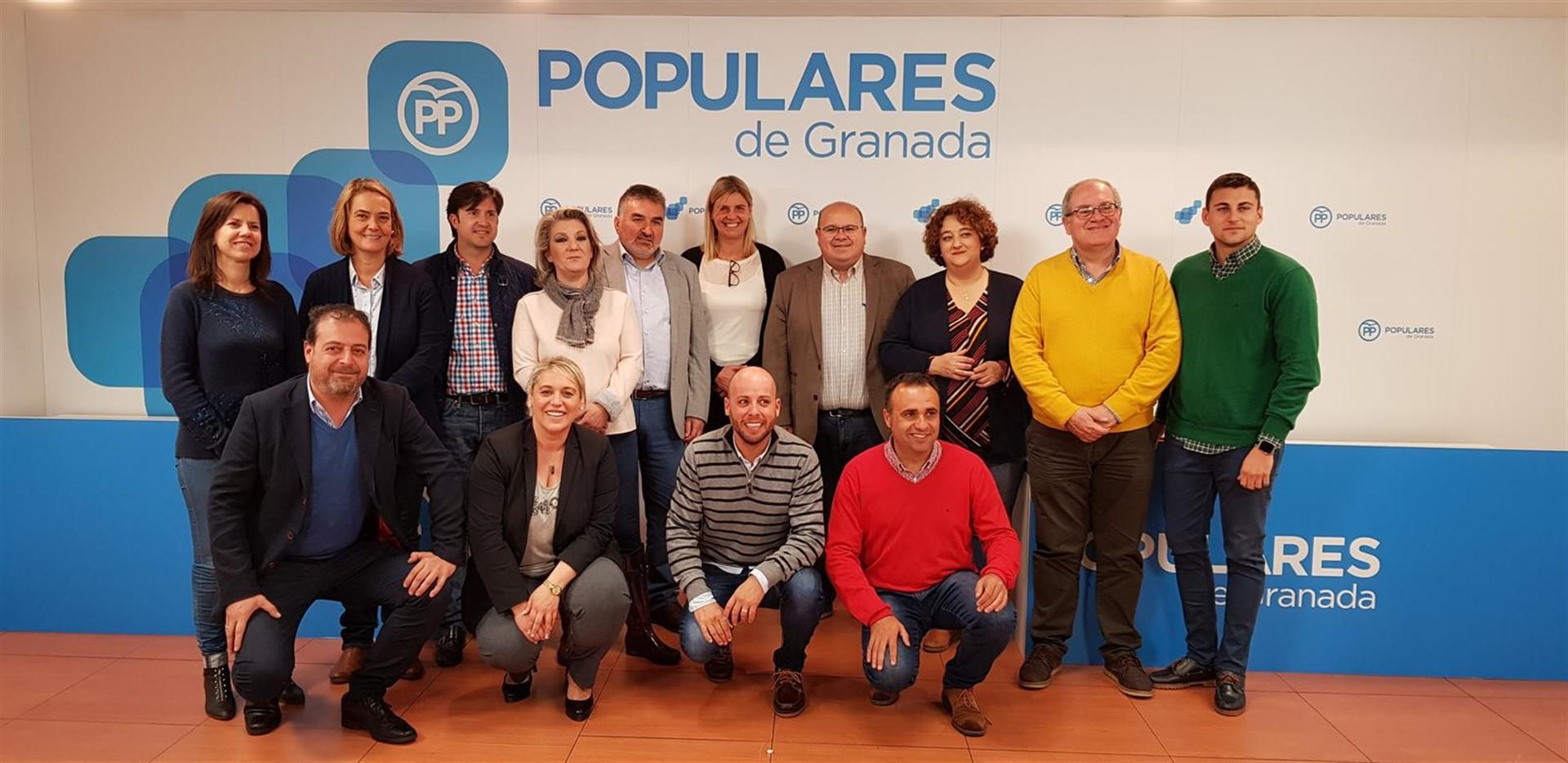 El PP presenta sus candidaturas para el '26M' : «Nos jugamos recuperar una Diputación paralizada por Entrena»