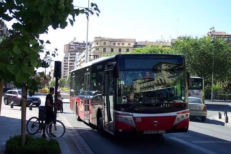 La flota de autobuses urbanos de Granada se renovará con 39 vehículos no contaminantes