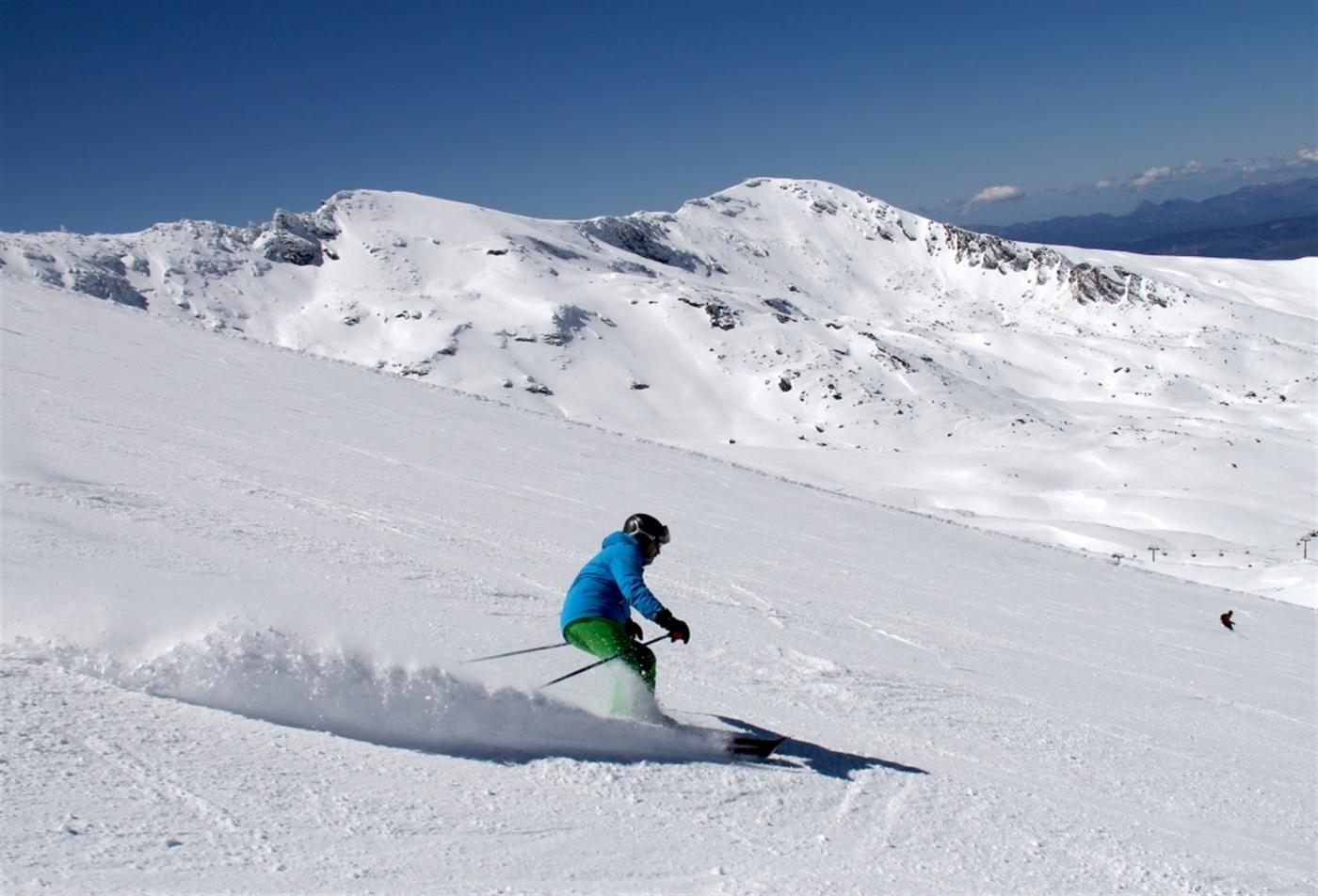 Los empresarios de Sierra Nevada siguen pendientes de la evolución del mercado turístico