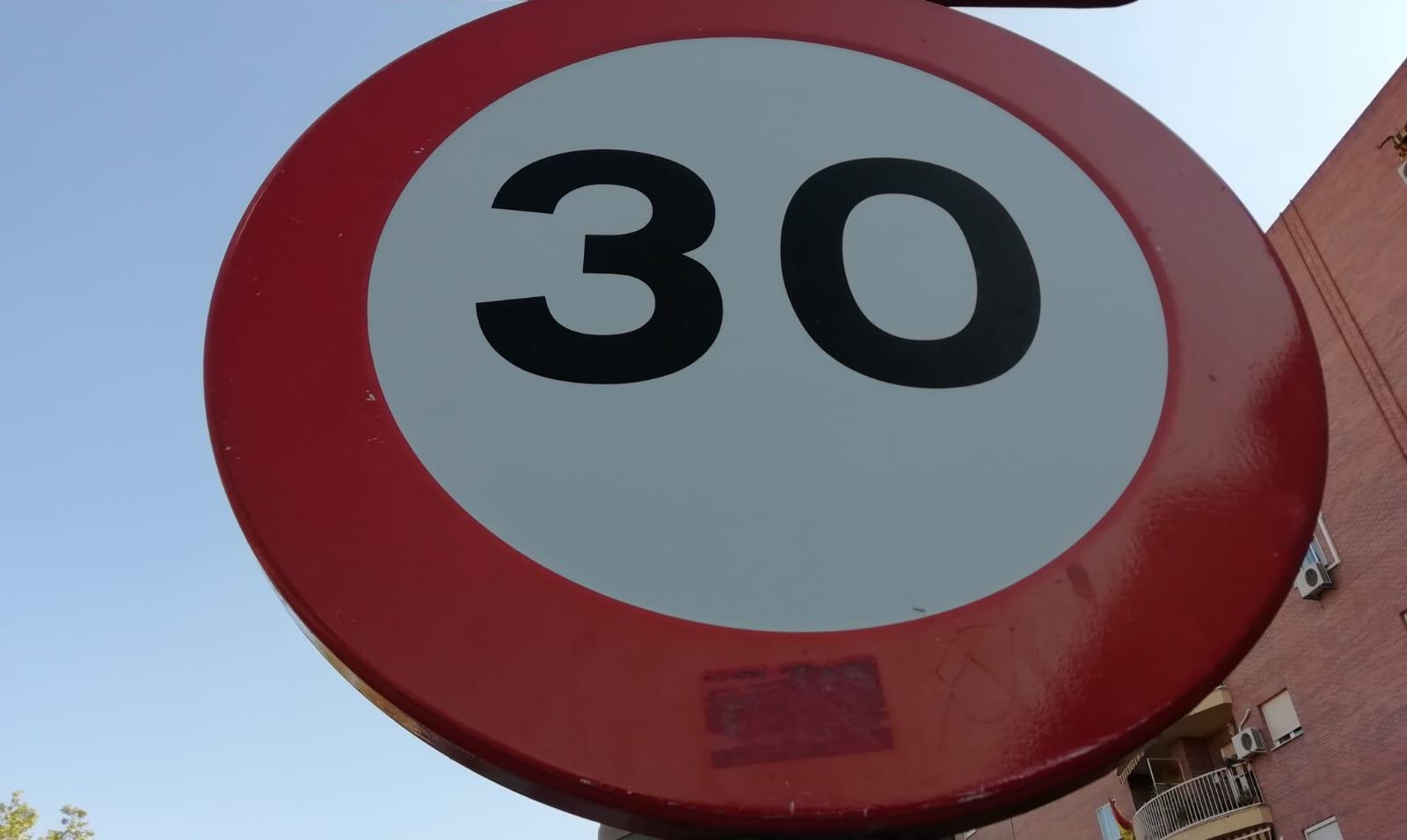 Expertos y asociaciones de conductores dudan sobre la repercusión medioambiental de la 'Zona 30'