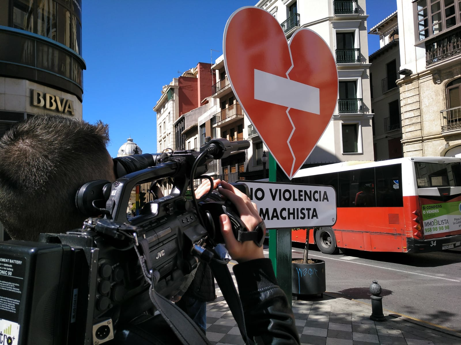 Granada «prohíbe el paso» a la violencia machista