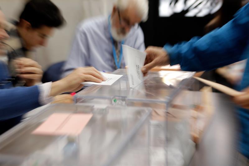 Más de 710.000 granadinos están llamados a las urnas en las Elecciones Municipales y Europeas que se celebran hoy