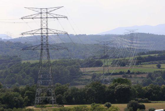 2000 personas se manifiestan en Granada contra la construcción de una linea eléctrica entre la Alpujarra y el Valle de Lecrín