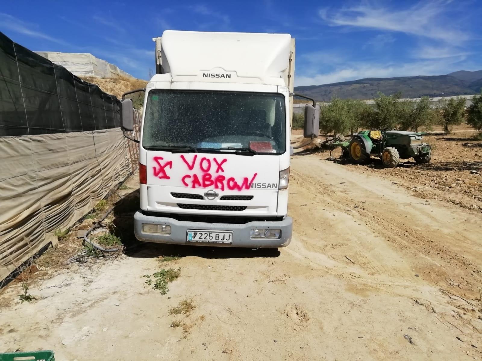 Vox denuncia actos vandálicos contra el camión de un candidato en Ugíjar