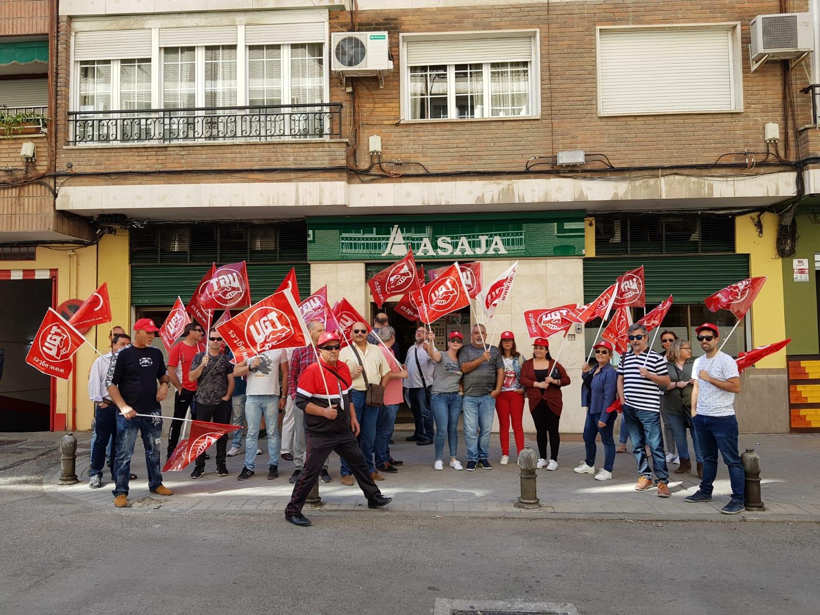 UGT se moviliza a favor de la dignificación de los trabajadores y trabajadoras del campo granadino
