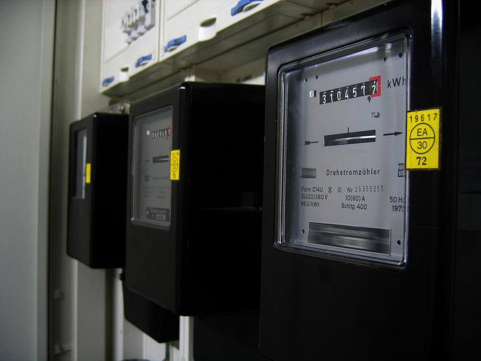 Vecinos y asociaciones de la zona norte demandan a Endesa por los cortes de luz.
