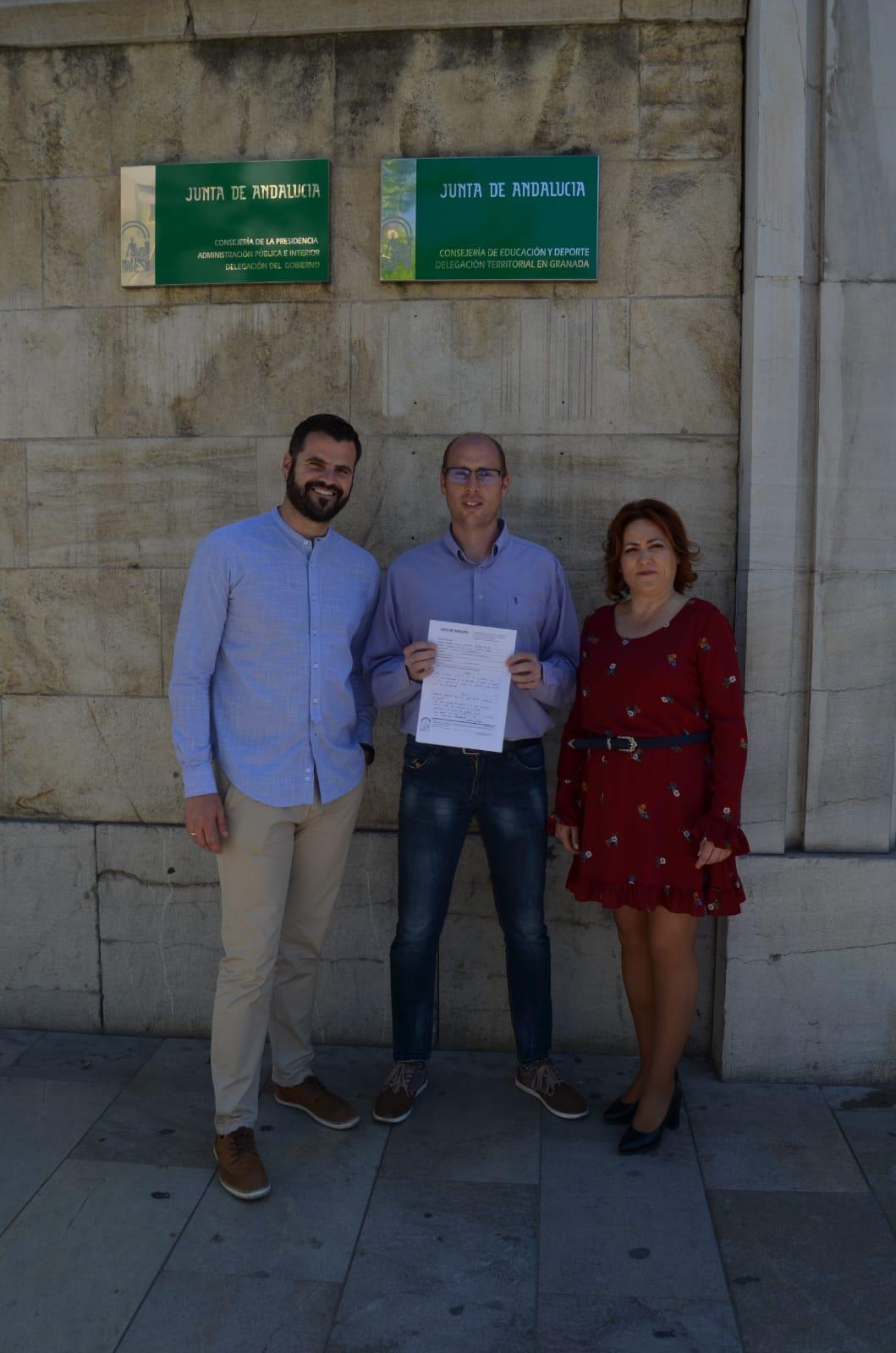Adelante Padul recoge firmas para pedir mejoras en los servicios del consultorio médico