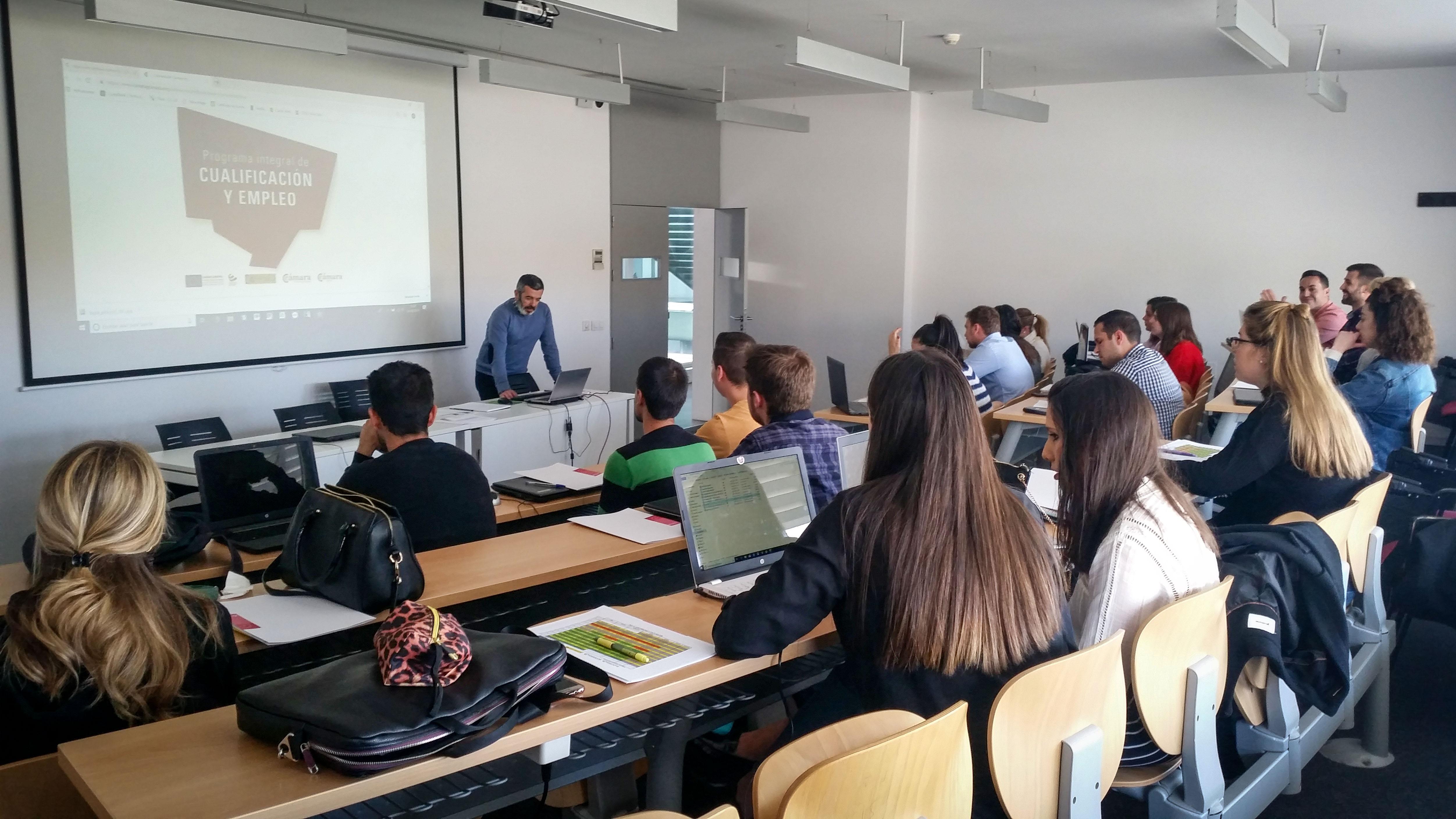 Cámara Granada oferta 207.000 euros en ayudas para la contratación de jóvenes