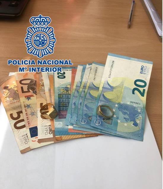 La Policía detiene a un varón por sustraer joyas y dinero del interior del domicilio de un conocido