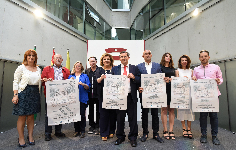 Otorgan el Pozo de Plata al poeta Luis García Montero