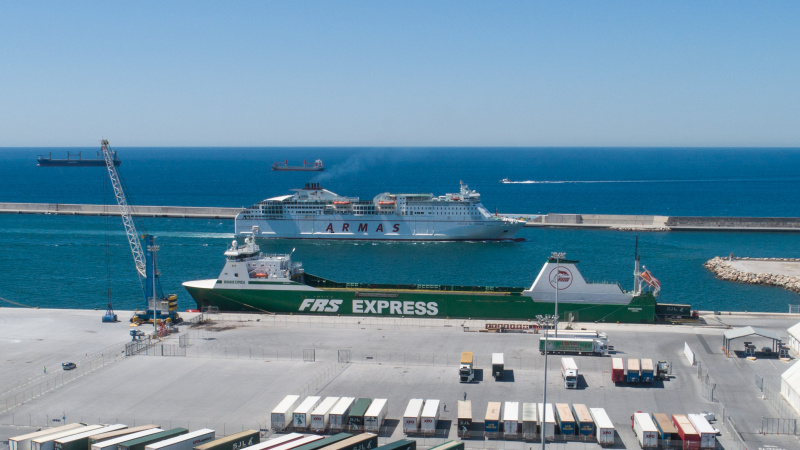El Puerto de Motril ejecuta obras para mejorar el tránsito de los pasajeros de líneas regulares