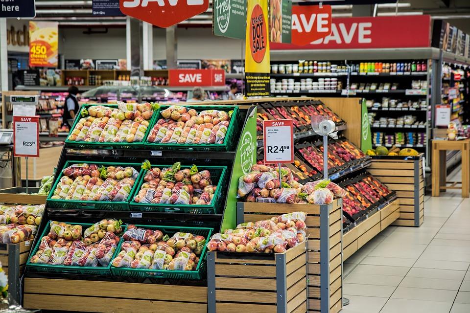 Cinco millones de españoles salen cada día de su confinamiento para ir de compras