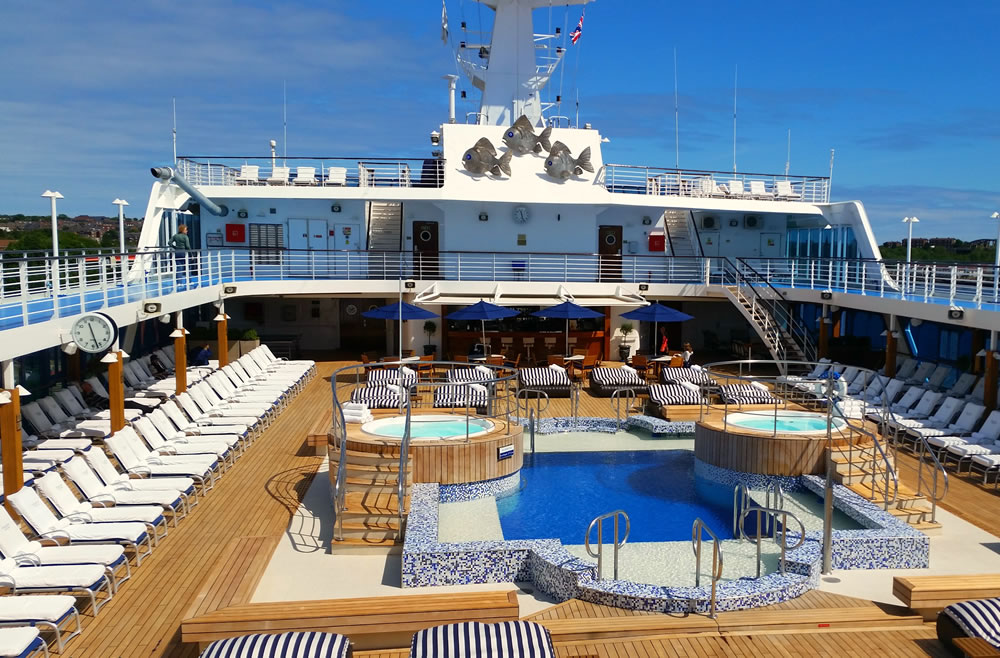 Atraca en Motril un nuevo crucero con 700 pasajeros a bordo