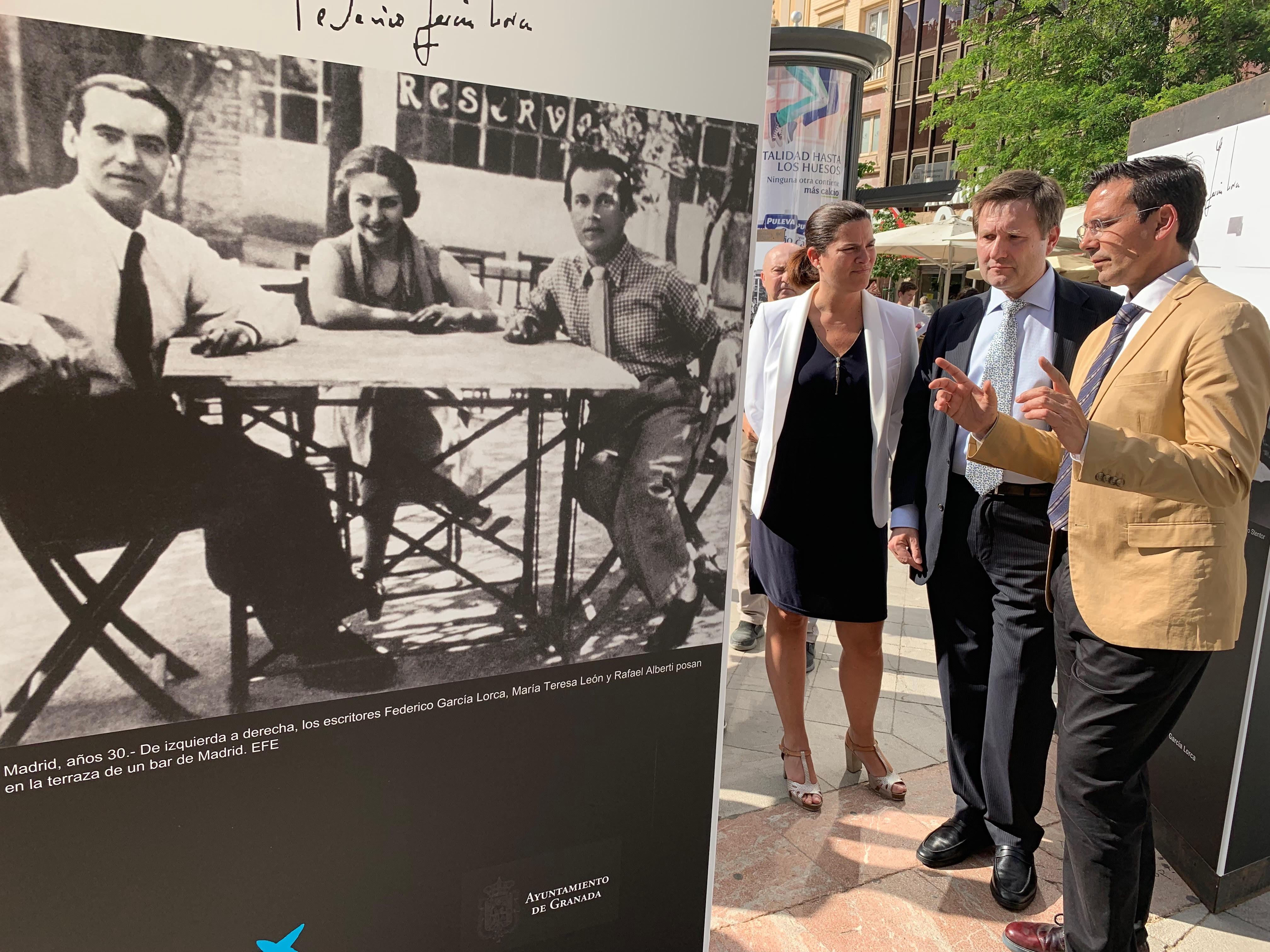 Una exposición en la Fuente de las Batallas muestra fotografías historicas de Federico García Lorca