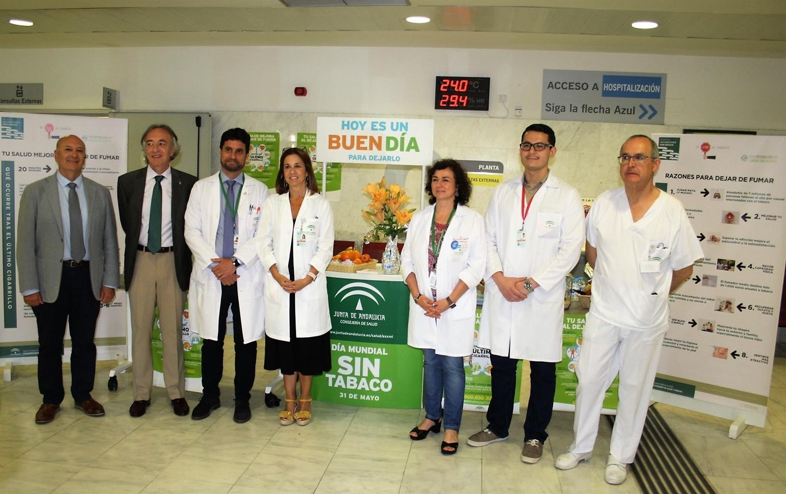 El Hospital San Cecilio anima a sus usuarios a liberar sus pulmones de humo