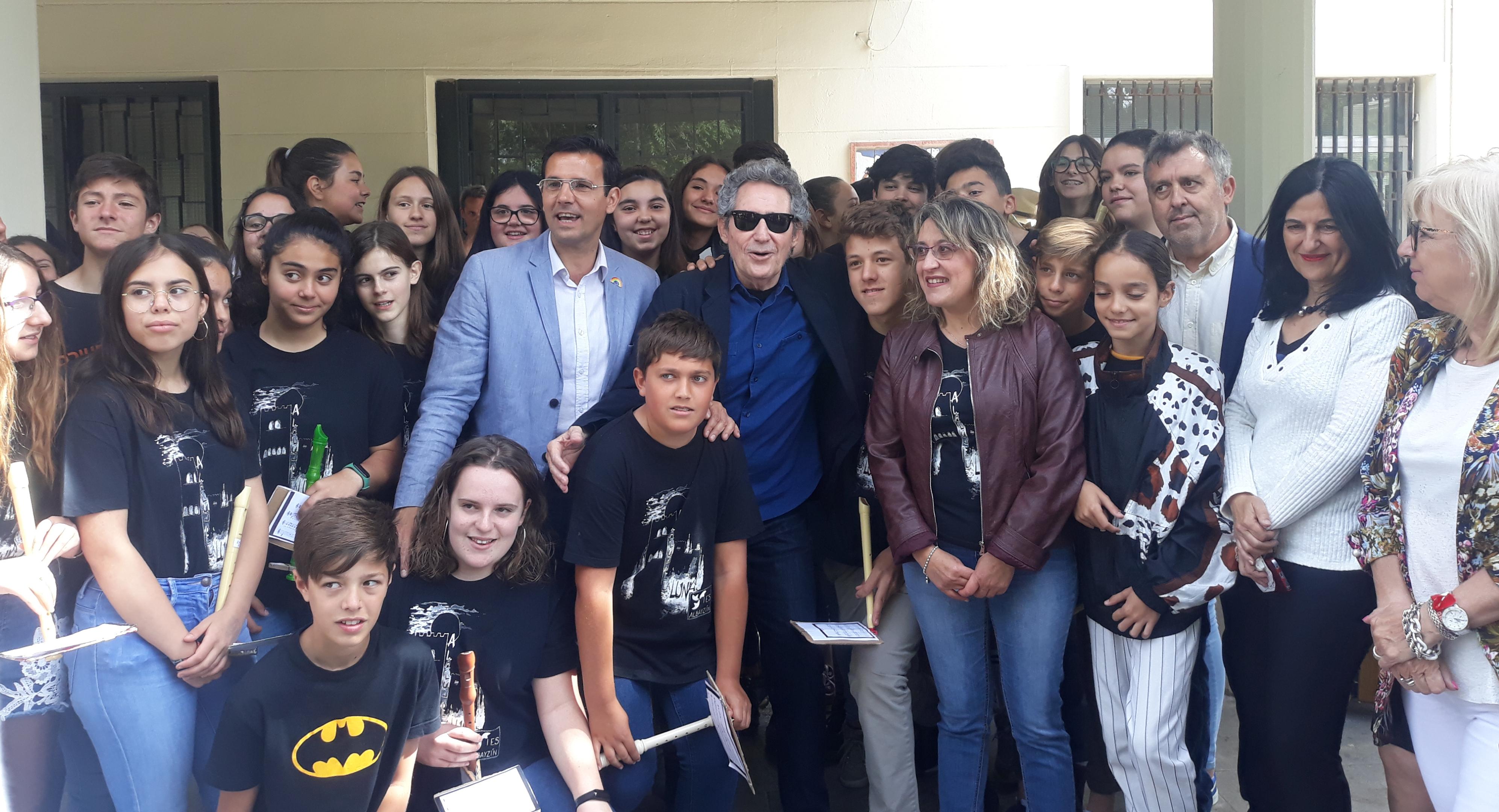 Miguel Ríos hace brillar el proyecto del IES Albaycín