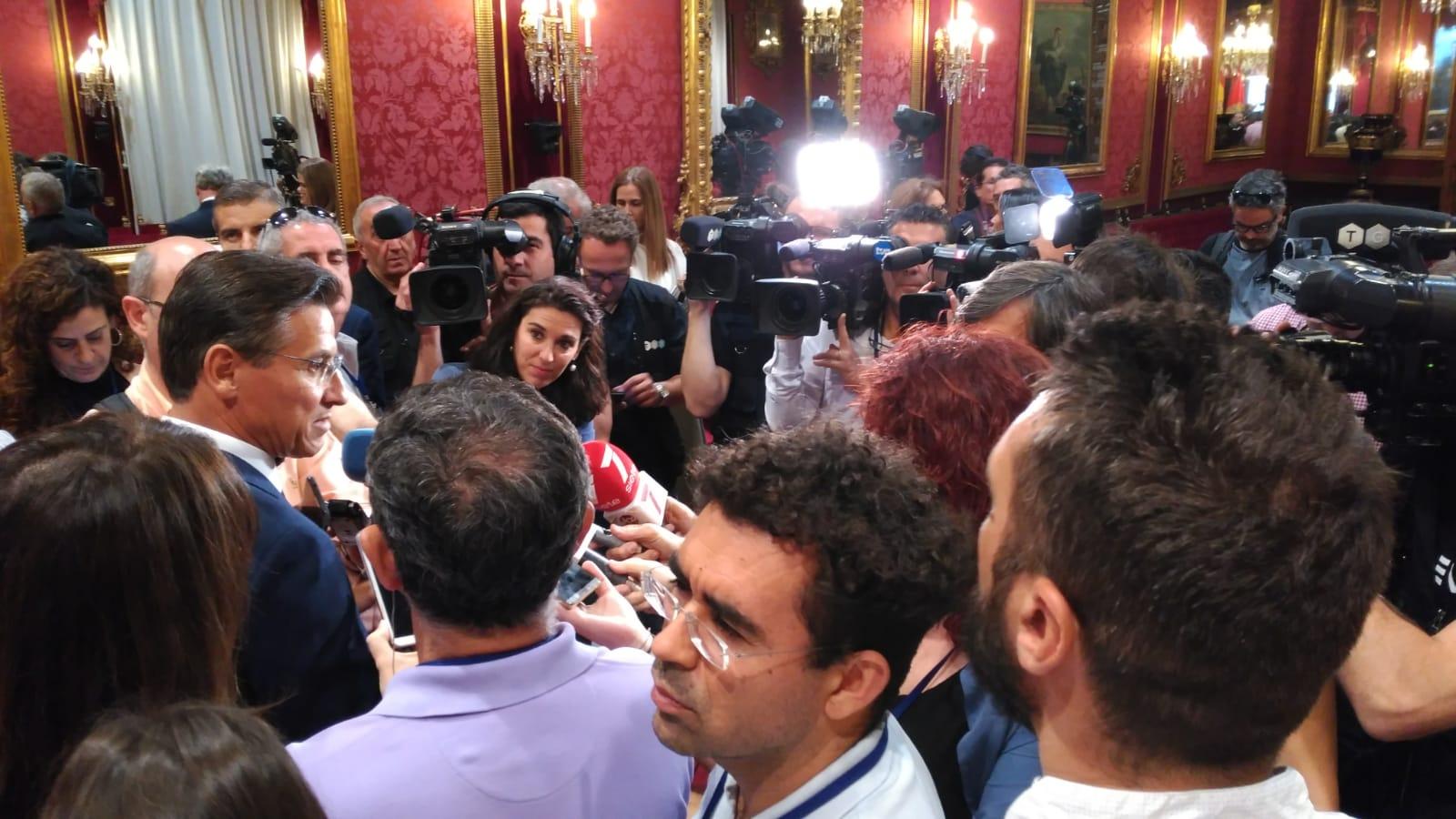 Luis Salvador dinamita las quinielas y se proclama como nuevo alcalde de Granada