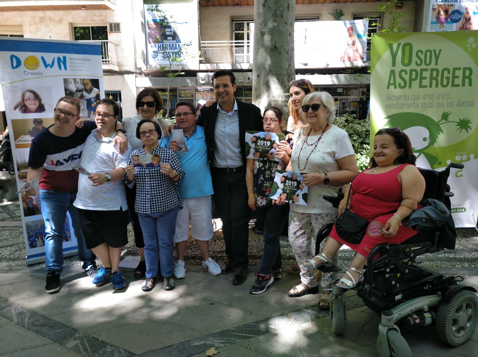 La 'Feria de Asociaciones' visibiliza a las personas con capacidades diferentes