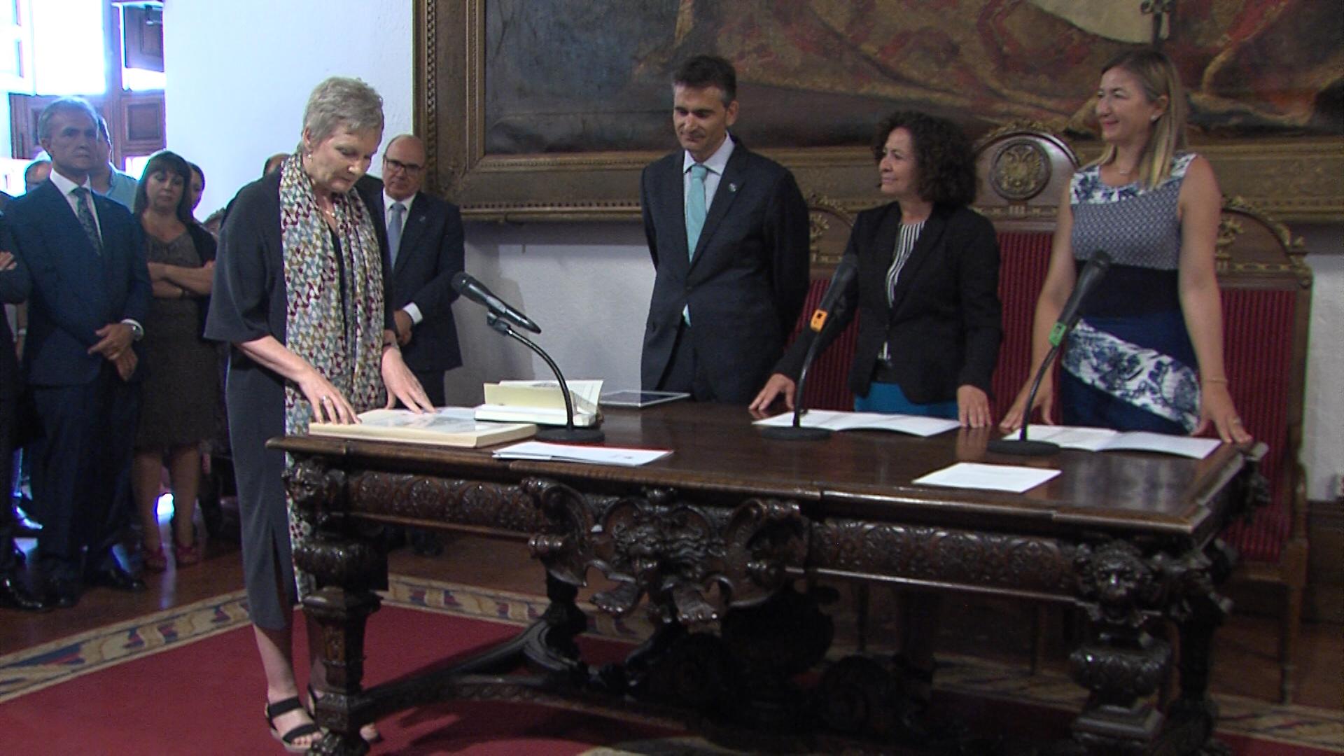 Pilar Aranda toma posesión y se sentará al frente de la Universidad durante cuatro años más