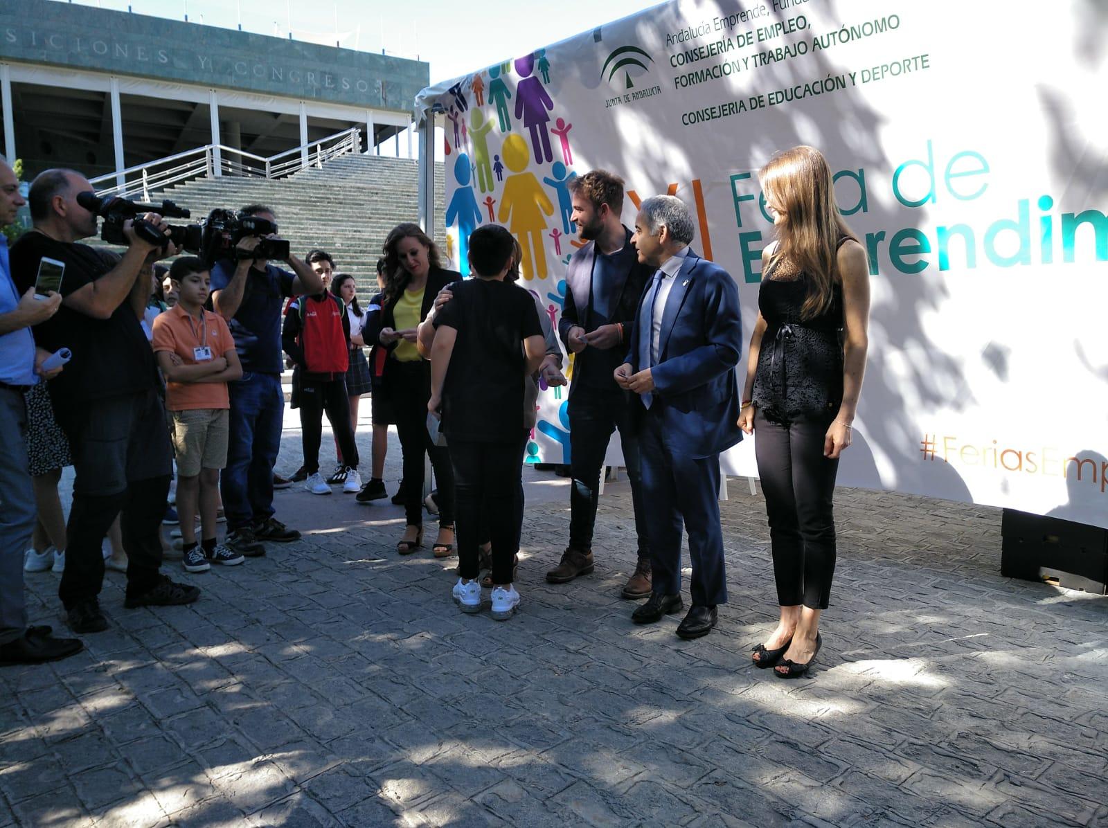 La Feria de Emprendimiento expone los proyectos empresariales surgidos en las aulas de Granada