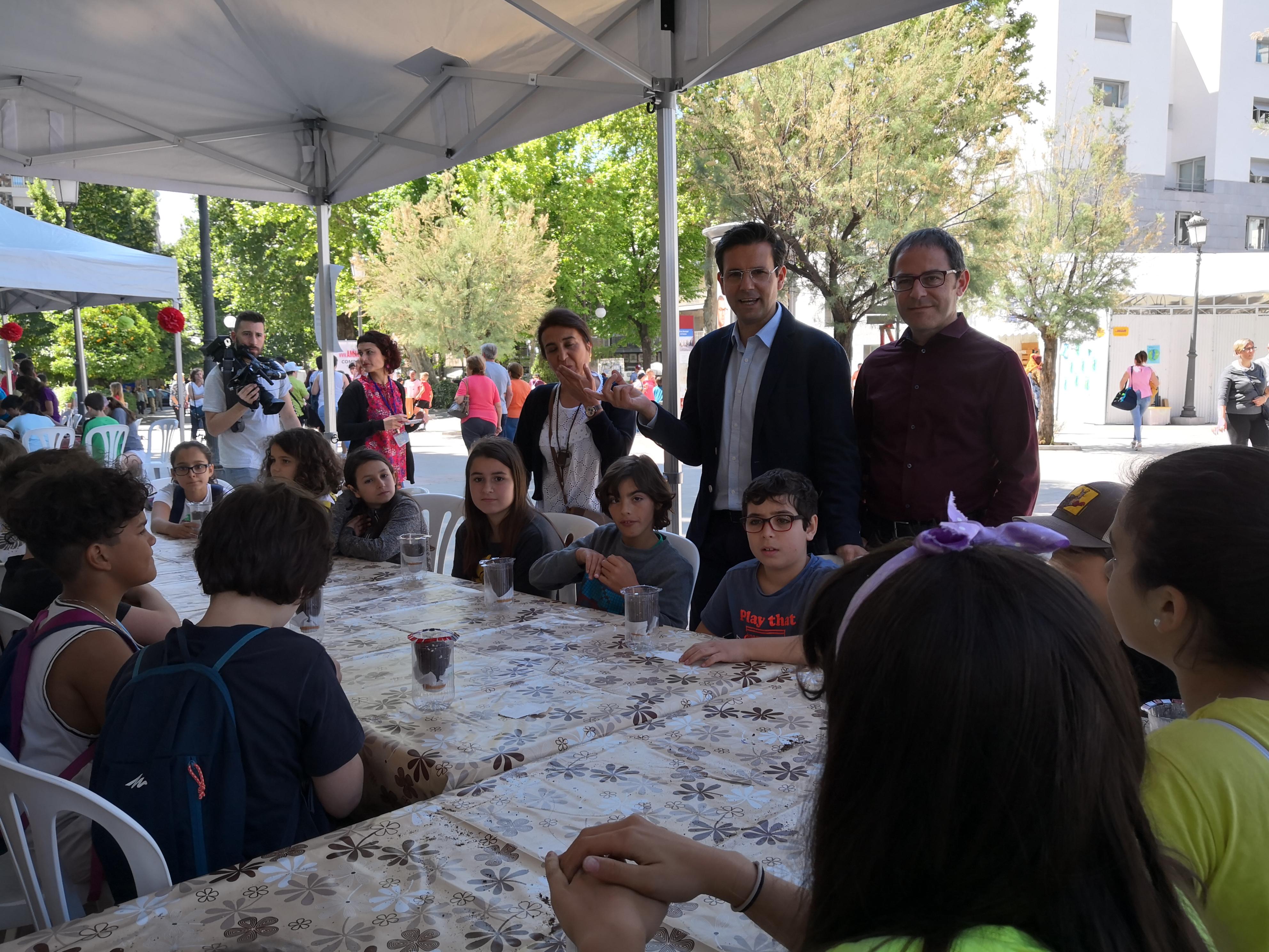 Escolares granadinos participan en los actos del Ayuntamiento por el Día del Medio Ambiente