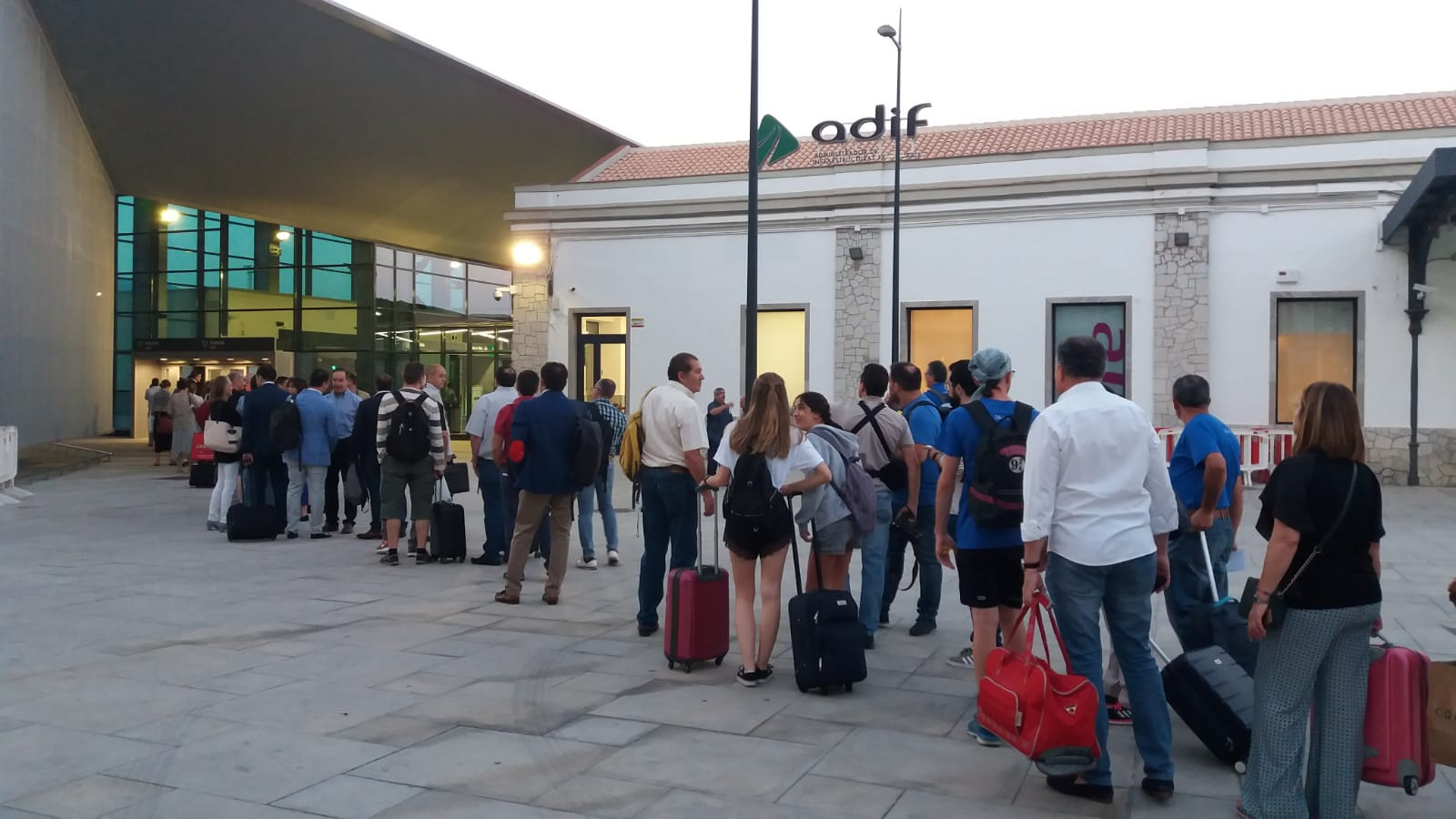 Granada estrena hoy el AVE con tres viajes a Madrid y uno a Barcelona