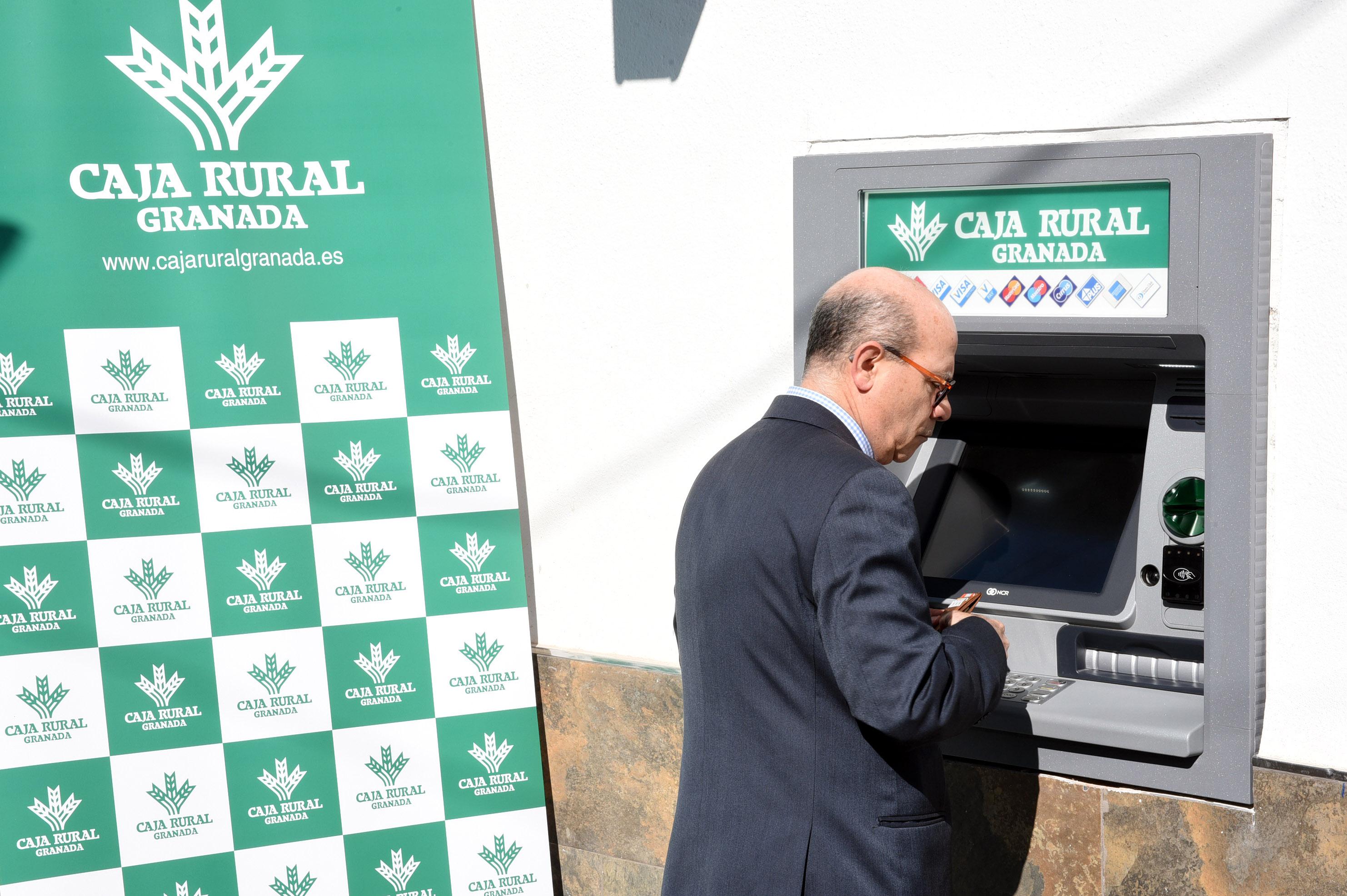 Diputación y Caja Rural han instalado ya cajeros en 9 municipios que no disponían de servicios bancarios