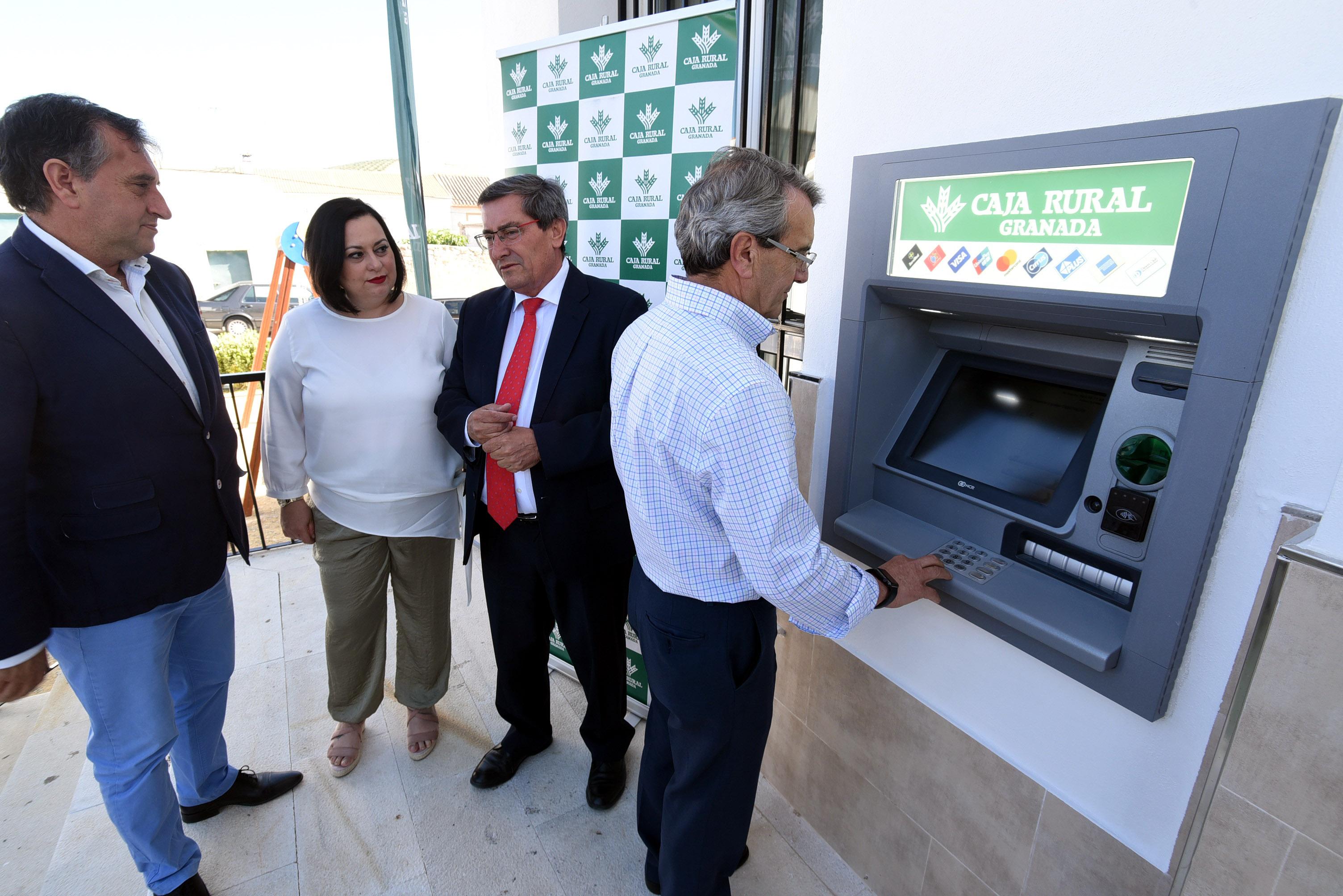 Diputación y Caja Rural instalan cajeros en 12 municipios que no disponían de servicios bancarios