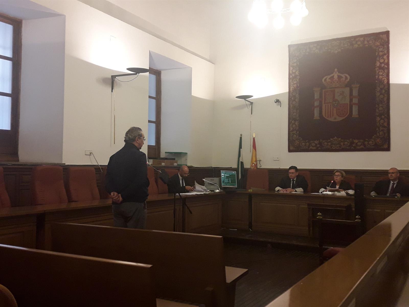 La Audiencia absuelve de acoso laboral al exjefe de la Policía Local de Granada
