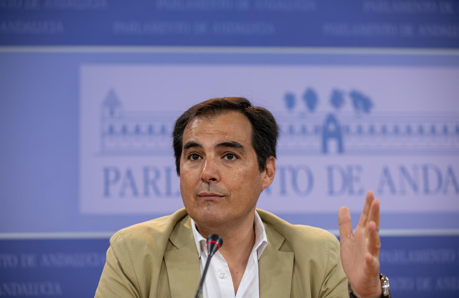 El PP-A admite que «no hay un texto» donde se hayan suscrito unas «condiciones concretas» para la Alcaldía