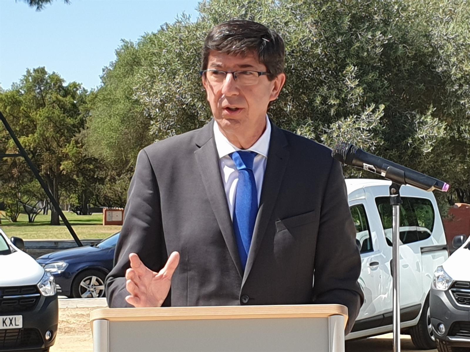 Marín destaca que la quinta ola remite en Andalucía, donde el 76,3% de población diana está inmunizado