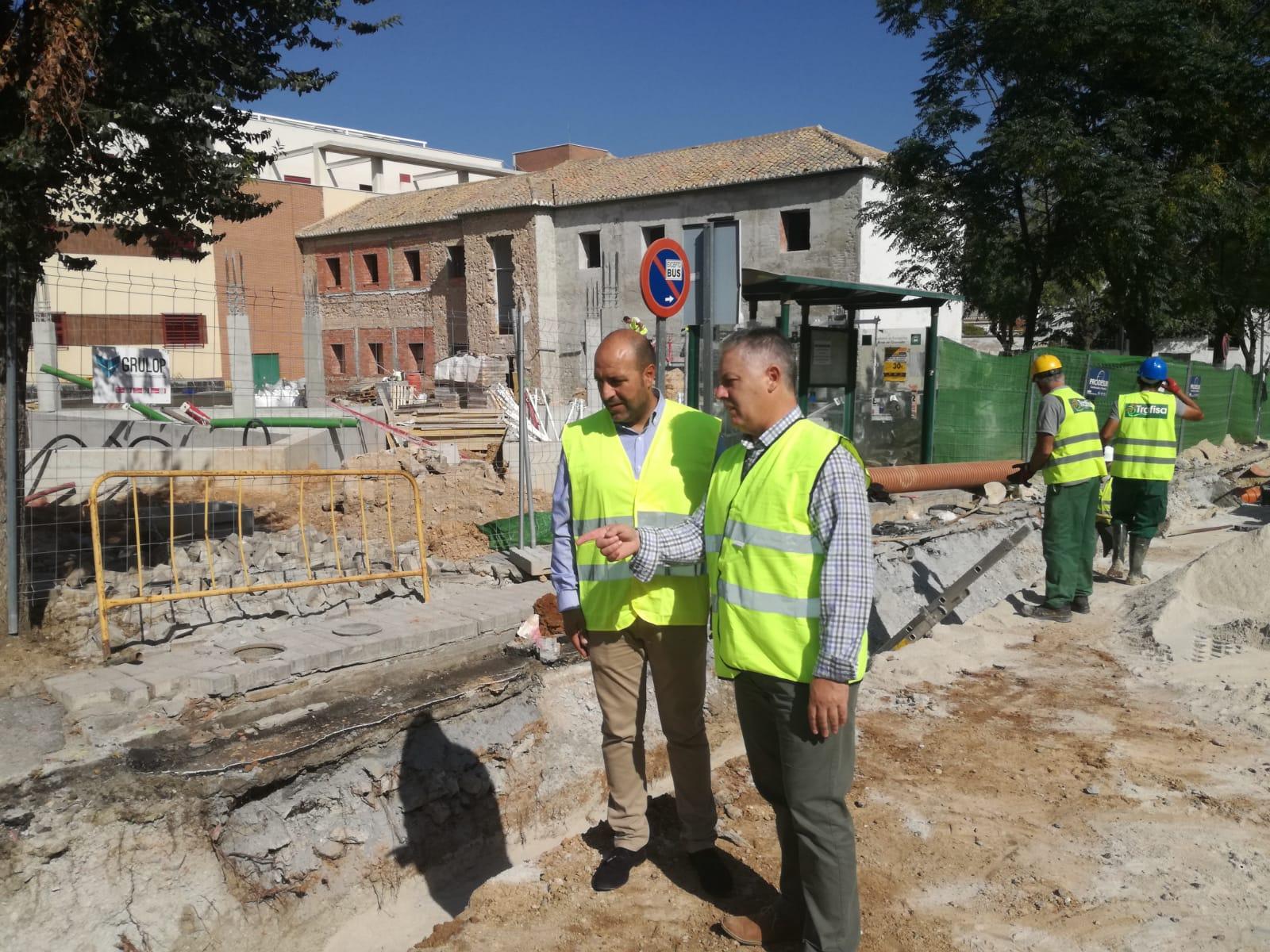 Diputación invierte más de 400.000 euros en la renovación de la calle principal de Otura