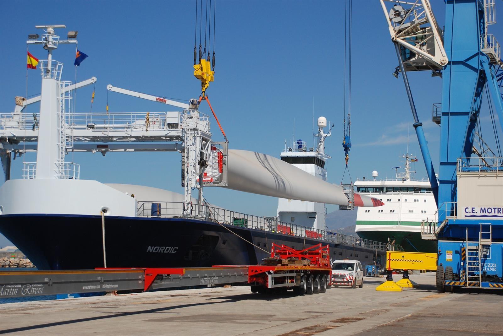 Sube la exportación desde Motril de las mayores palas para aerogeneradores de España