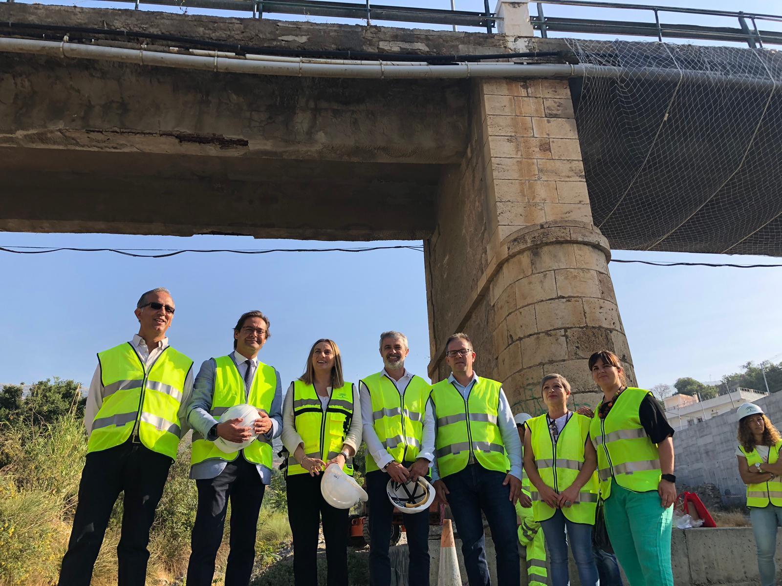 La Junta reconstruirá de emergencia el puente sobre el río Chico en Órgiva