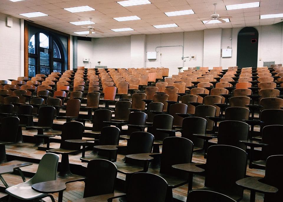 El PSOE denuncia la eliminación de 60 unidades educativas en la provincia