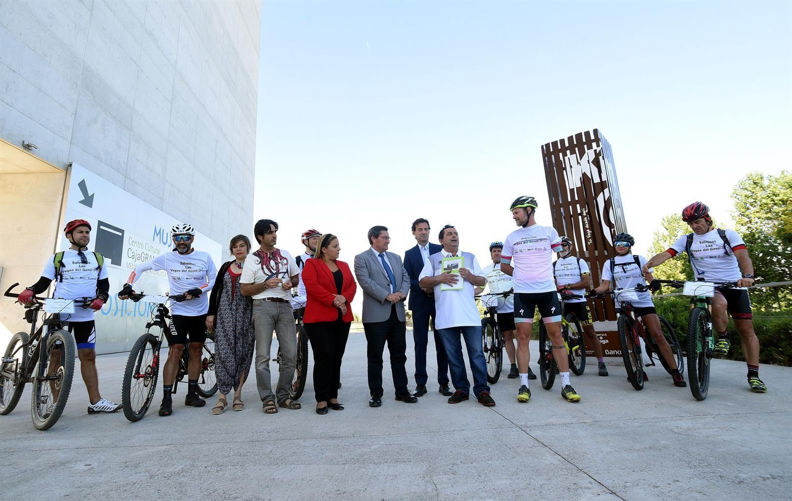 Impulsan una ruta en bici para defender las Vegas del Genil