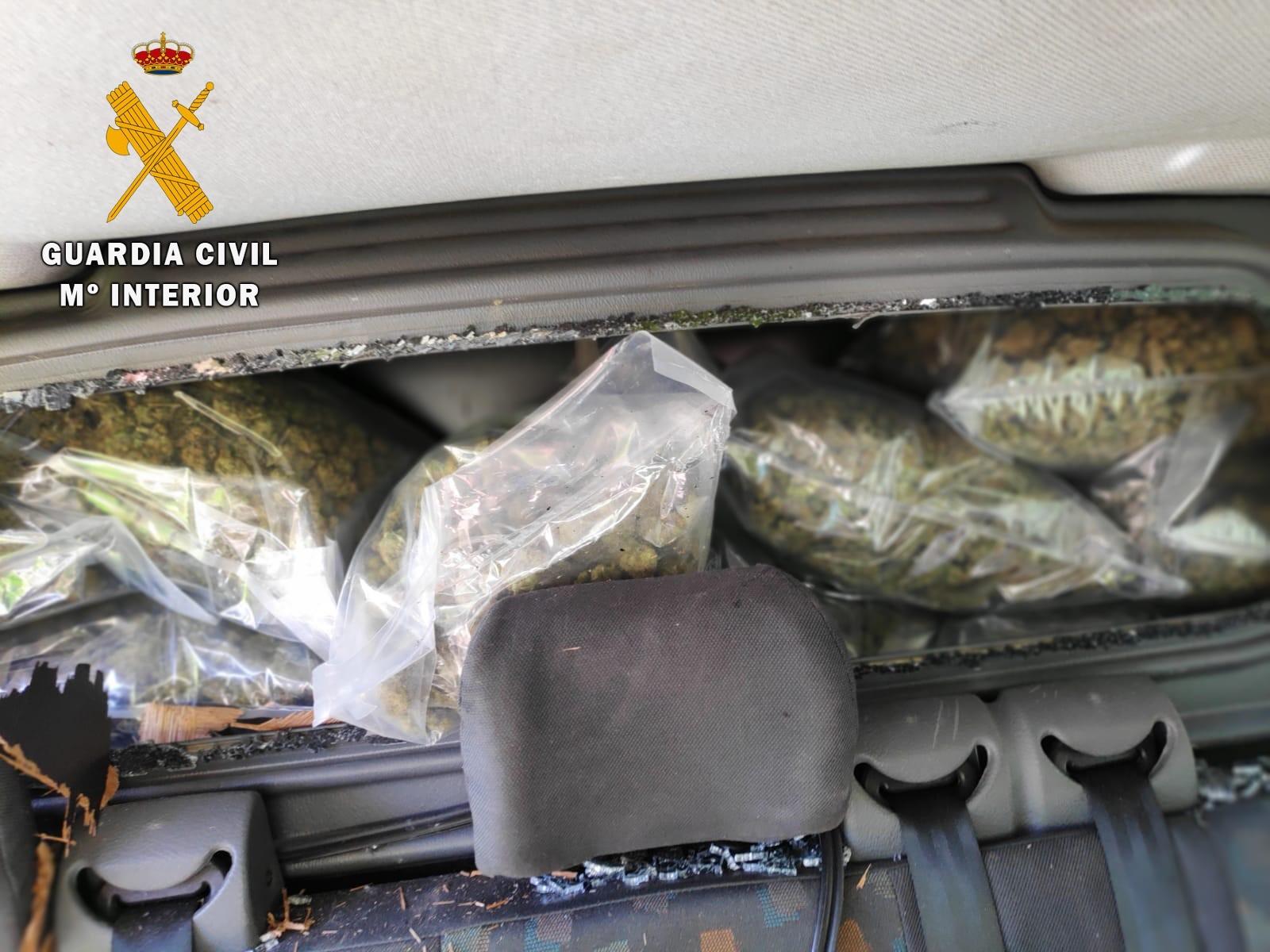 Interceptado un vehículo con 36 kilos de marihuana en Huétor Santillán