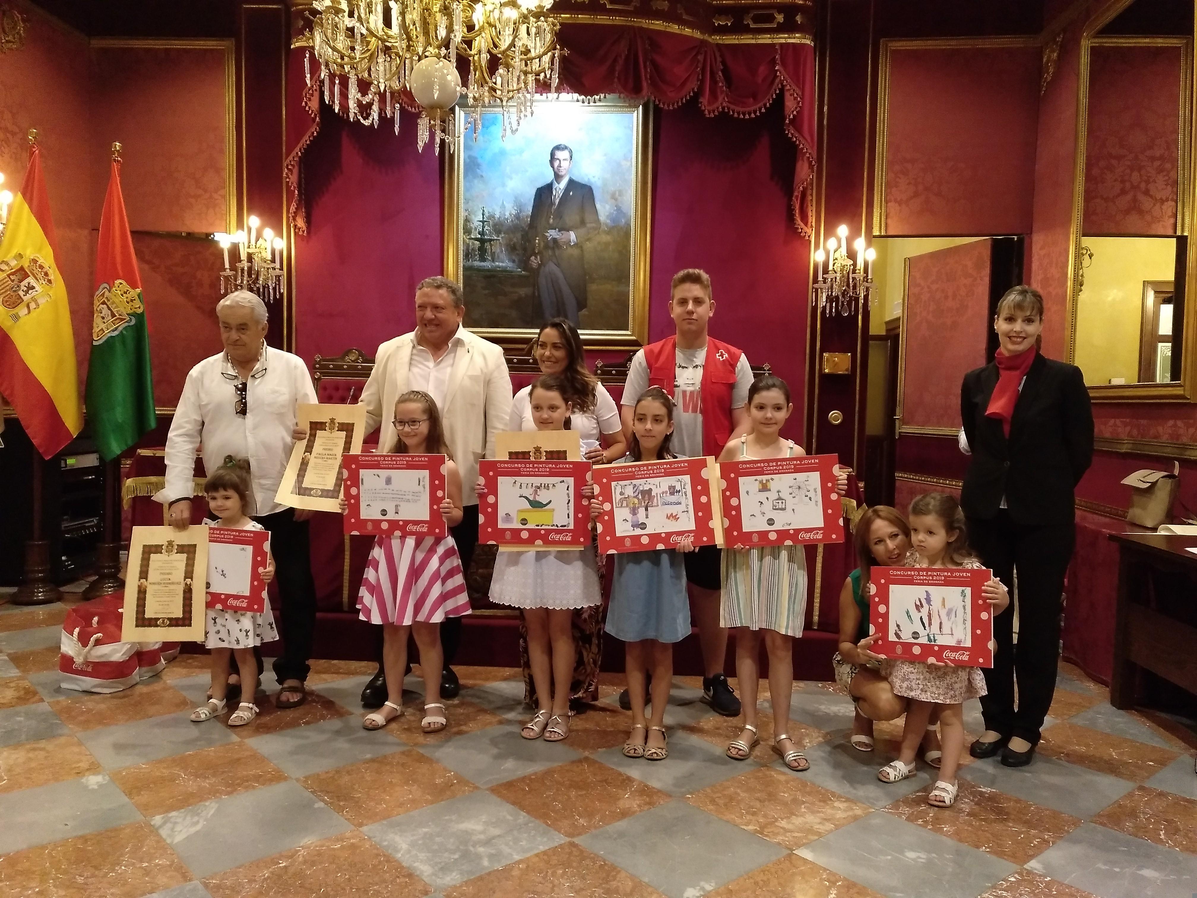 El Ayuntamiento entrega los premios del concurso de pintura joven, fotografía y selfies del Corpus