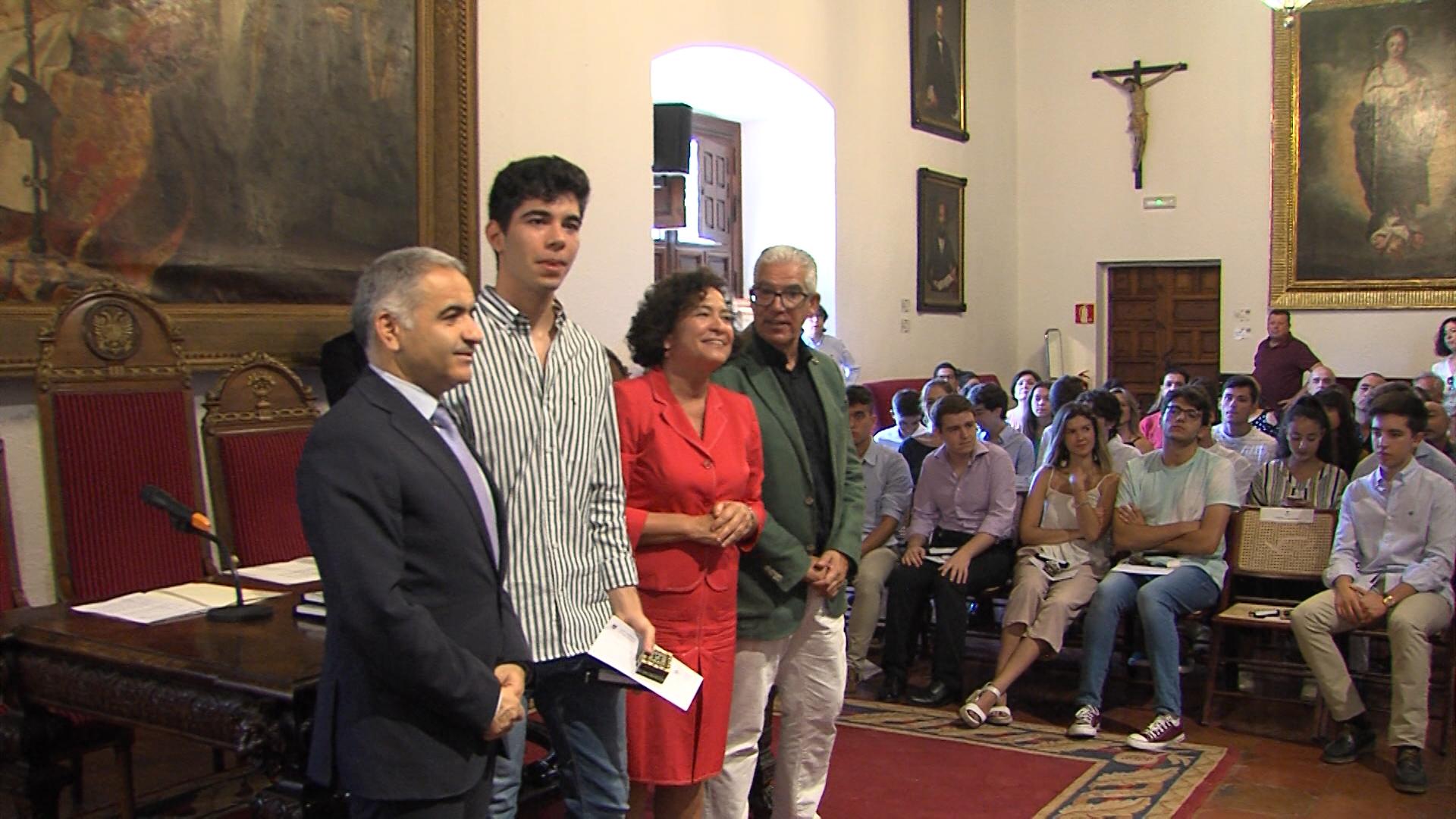 Los mejores estudiantes de Granada obtienen su recompensa